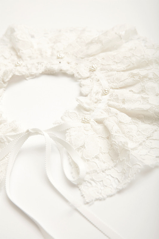 Lace neck scarf (white)