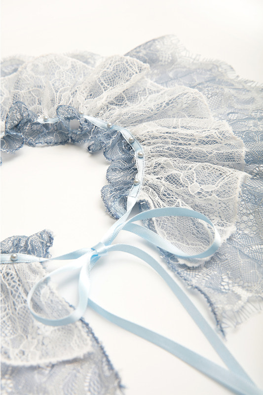Lace neck scarf (blue)